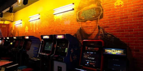 Arcade Bar – Un lieu éphémère dédié à Ready Player One !